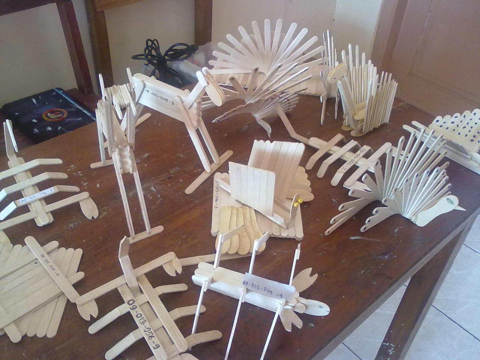 anaknya mendapat tugas membuat kreasi karya seni atau hasta karya dari ...